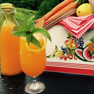 Bottled-To-Go Carrot Lemonade