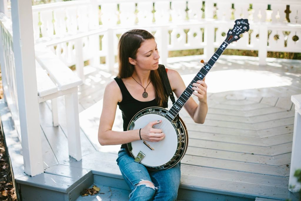 gina clowes is a talented Virginia banjo player