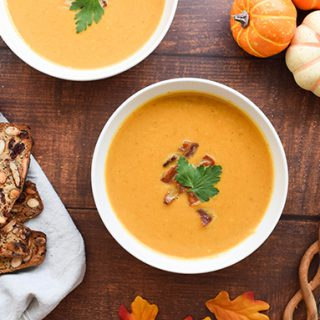 Autumn Recipe: Pumpkin Bisque with Cranberry Harvest Crackers
